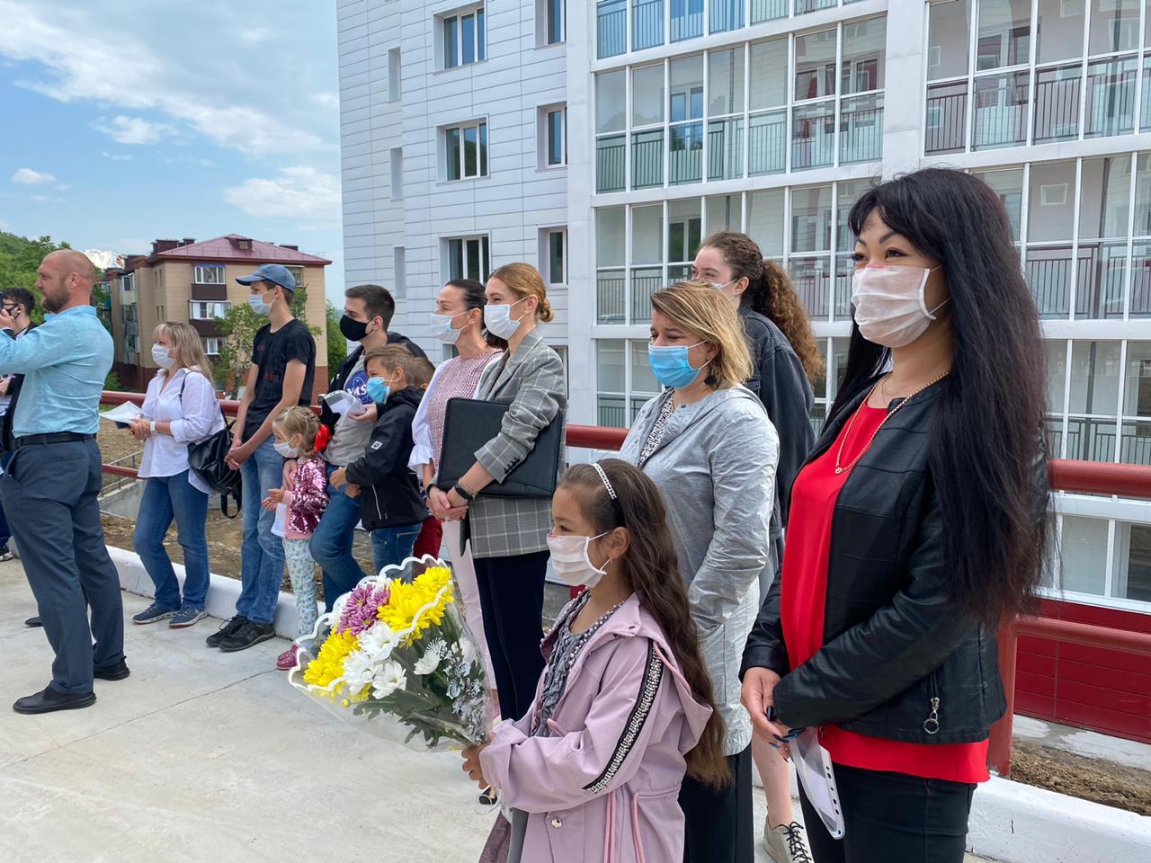 Торжественная церемония вручения ключей от квартир домов по ул. Кутузова