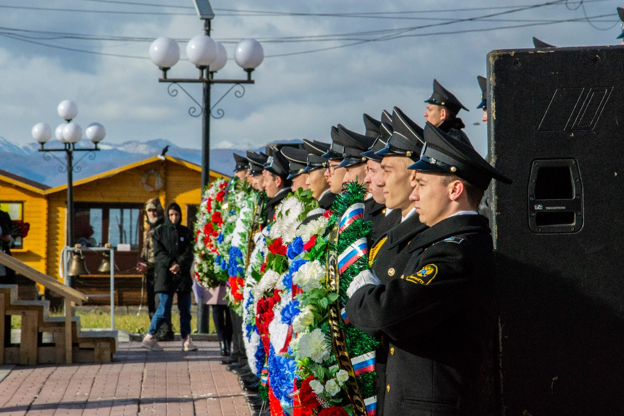 Митинг памяти погибших моряков и рыбаков